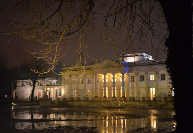 Łazienki Królewskie nocą fot. Emilia Szutenbach