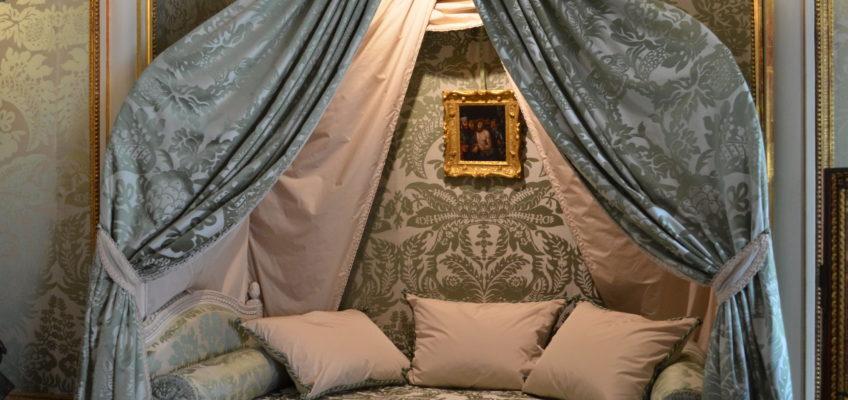 Pałac Nieborów, łóżko w stylu polskim