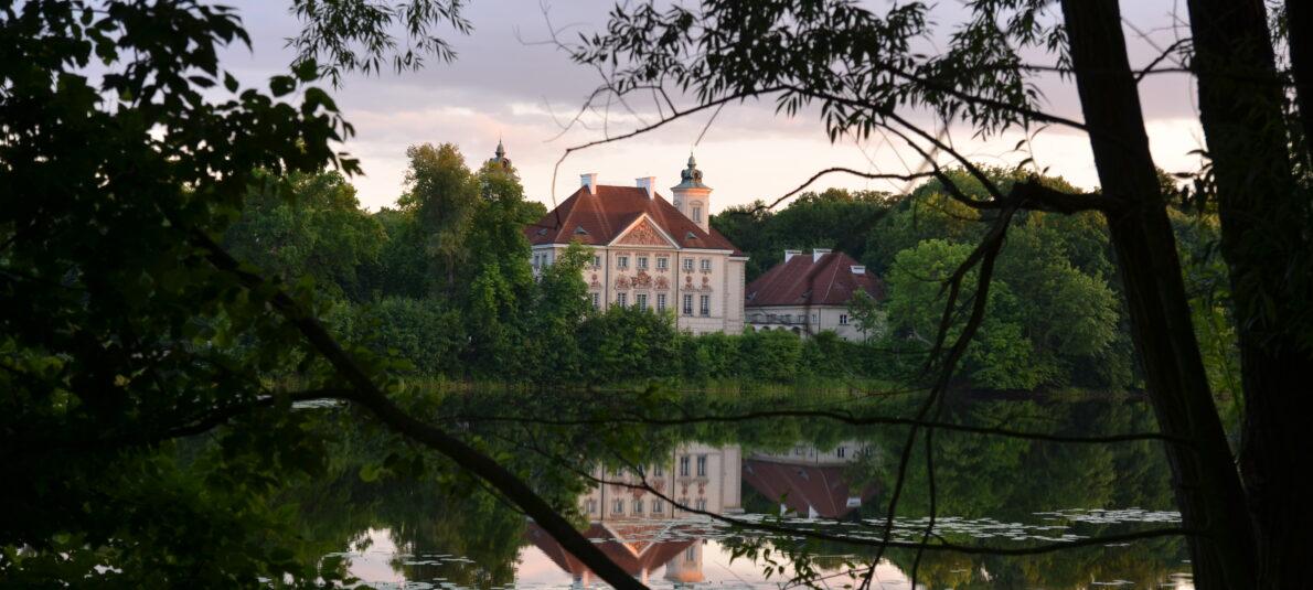 Pałac w Otwocku Wielkim  i Klasyka na Leżakach